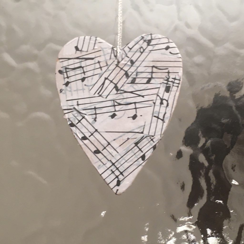 Wooden Hanging Hearts - Decopatch